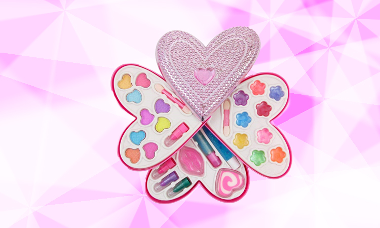 Petite-Girls-Heart-Shaped-Cosmetics-Play-Set